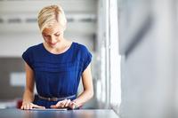 Kleidervorschriften im Job bei Hitze? - Verbraucherfrage der Woche der ERGO Rechtsschutz Leistungs-GmbH