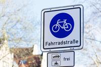 Welche Regeln gelten in einer Fahrradstraße? - Verbraucherfrage der Woche der ERGO Rechtsschutz Leistungs-GmbH