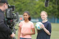 """""""Fußball für Freundschaft"""" veranstaltet Sportkommentator-Wettbewerb für Kinder aus aller Welt"""