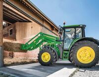 John Deere kündigt verbesserte 5R- und 6M-Nutztraktoren an