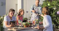 Herbstgrillen: Sie verlängern die Grillsaison und devolo das WLAN!