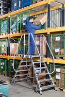 KRAUSE Podestleitern - die sichere Wahl bei längeren Arbeiten in der Höhe