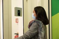 Berührungsloses Fiebermessen ohne Personal und Stromnetz