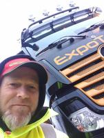 YouTube-Star der Logistikbranche Dirk Jakowski übernimmt seinen neuen Mercedes-Benz Actros MP 5