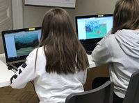 Fröhlicher Programmierspaß in Online-Camps von RoboManiac