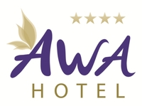 AWA Hotel Chefin übergibt Spendenscheck an gemeinnützige Organisation DEIN MÜNCHEN