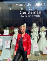 Haus der Braut & Gentleman aus Mönchengladbach macht die roten Lampen an