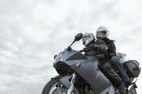 Zu zweit auf dem Motorrad - Verbraucherinformation der ERGO Group