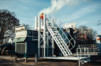 Fahrbare, höhenverstellbare Arbeitsplattformen mit Treppenaufgang von KRAUSE für die aha Abfallwirtschaft