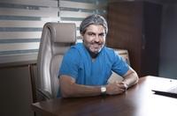 Dr. Serkan Aygin feiert 25 Jahre Haartransplantationen in Istanbul