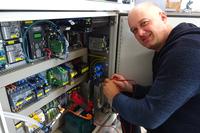 DAITRON Schaltnetzteil beschleunigt Inbetriebnahme mobiler Ultraschallprüfanlagen der GMH Prüftechnik GmbH