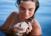 Festes Shampoo: Haarpflege ohne Mikroplastik