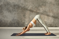 Dehnen, strecken und beugen: 5 einfache Dehnübungen für Zwischendurch