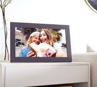 Erinnerungen schenken zum Muttertag - mit dem Meural WiFi Photo Frame von NETGEAR®