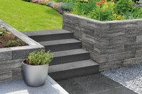 Naturnahe Gartengestaltung mit neuen Betonstein-Elementen
