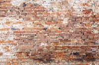 Technische Aspekte bei der Sanierung von feuchtem Mauerwerk