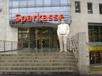 Banken müssen Sparer über unwirksame Zinsklauseln aufklären