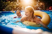 Badespaß im eigenen Garten - Verbraucherinformation der ERGO Rechtsschutz Leistungs-GmbH