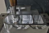Überlegen in Aluminium