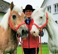 Mooni & Benny - Eine (späte) Pferdeliebe auf Gut Aiderbichl
