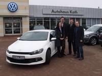 Kath übergibt VW Scirocco an das Berufsbildungszentrum am Nord-Ostsee-Kanal
