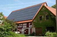 Mehrertrag bei Solarstrommodulen auf Ost-Westdächern, dank innovativer Glastechnik