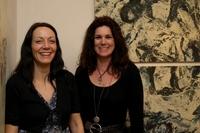 Bei der Vernissage führten die Künstlerinnen durch die Galerie.