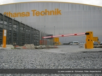 Rumatek installiert batteriebetriebene Schranke am Flughafen Frankfurt:   innovative Schrankenanlage für den Einsatz unabhängig vom Stromnetz