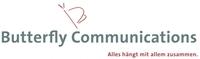 Regula Ruetz hält Fahne von Butterfly Communications in der Schweiz hoch