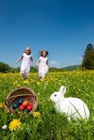 Zu Ostern bunte Kindermode von Pacino verschenken