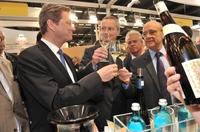 showimage Guido Westerwelle besucht deutsche Winzer auf der Vinexpo in Bordeaux