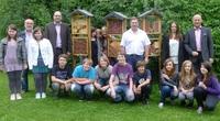 BAUR finanziert den Bau von Insektenhotels an der Mittelschule Altenkunstadt