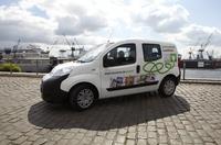 LESERKREIS DAHEIM startet Roadshow mit KARABAG-Elektrofahrzeug in Hamburg Stellingen