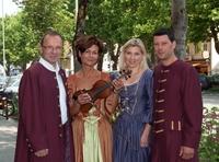 Opern-Arien zum Mitsingen in der Münchner Straße  Opernstar zu Gast in Dachaus Einkaufsmeile