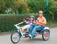 Spezialfahrrad für behindertes Mädchen aus Sulz