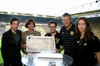 showimage Bundesliga-Saisoneröffnung: meeva GmbH ersteigert BVB-Schal für einen guten Zweck