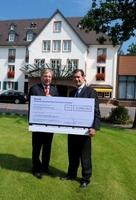 Sommerball im Kempinski Hotel Gravenbruch Frankfurt:     Verlosung bringt 2.040 Euro für Kinderhilfestiftung Frankfurt
