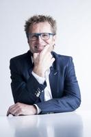 Glückscoach Richard de Hopp beantwortet Fragen zu Motivation, Team und erfolgreiche Zusammenarbeit in kostenlosem Expertenportal