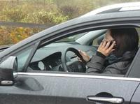Autofahren Nebensache - Blitzumfrage: Zwei Drittel telefonieren regelmäßig am Steuer