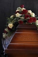 Die Sterbegeldversicherung deckt die Kosten für die letzte Reise