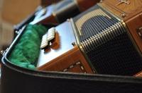 Diatonisches Akkordeon spielen(d) lernen und weiterlernen bei den Folk&TanzTagen auf BURG FÜRSTENECK
