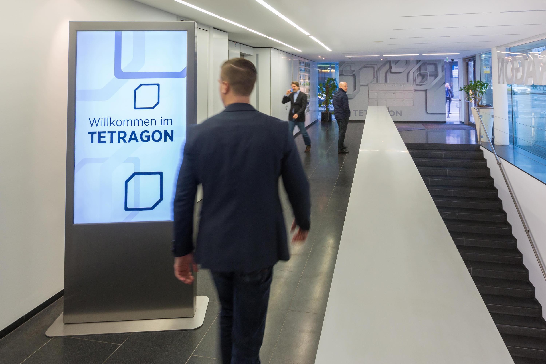 Executive Channel Network Germany bezieht neuen Hauptsitz im Tetragon Frankfurt und installiert ECN-Display im Premium-Bürokomplex