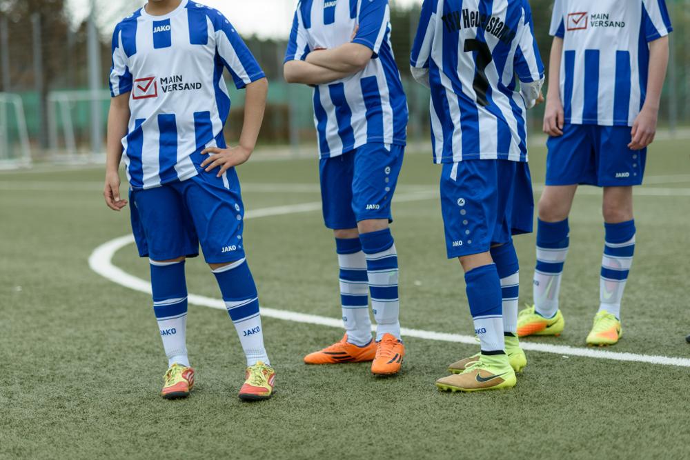 Mainversand sponsert Fußballtrikots für Bambini-Mannschaften