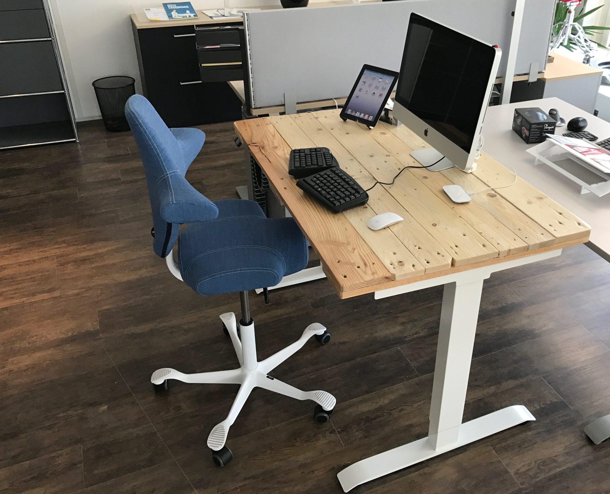 Elektrischer Schreibtisch mit Euro-Paletten-Recycling DIY