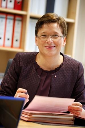 Dr. Annette Holuscha-Uhlenbrock für weitere fünf Jahre als Diözesancaritasdirektorin gewählt