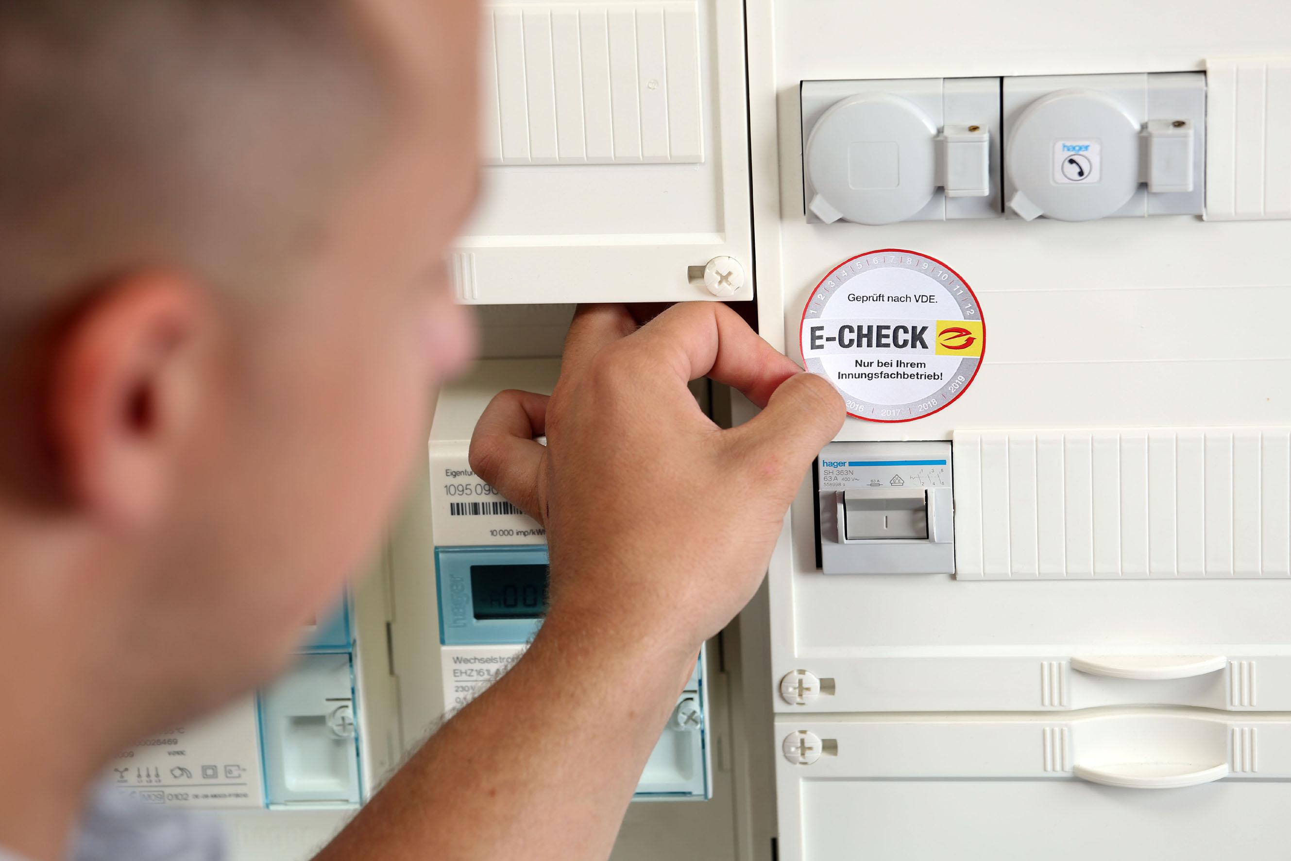 Alte Elektroanlagen regelmäßig prüfen lassen