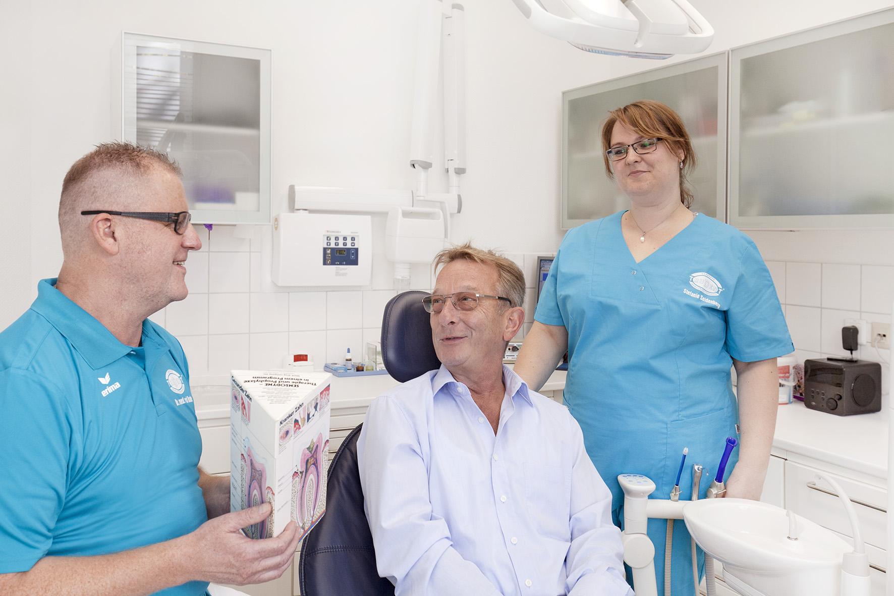 Mit R#xFCckenschmerzen zum Zahnarzt?