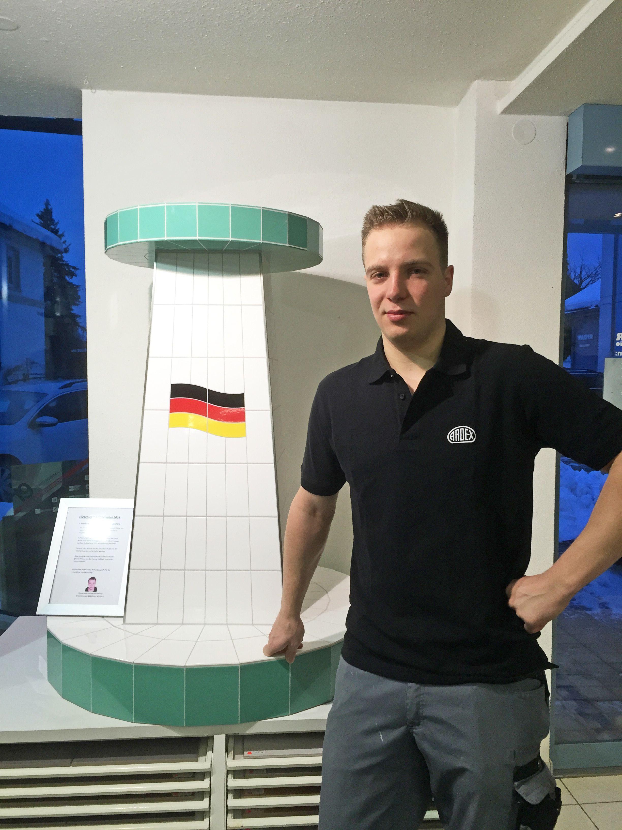 Rekordverd#xE4chtig: 22 Jahre und schon Fliesenlegermeister - mit einem Stehtisch im Fu#xDFball-Design und Ardex-Produkten