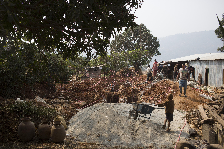 ???Nepal: Noch immer leben Hunderttausende Kinder in Trümmern / Zwei Jahre nach dem Erdbeben fürchten SOS-Kinderdörfer um die Sicherheit der Kinder
