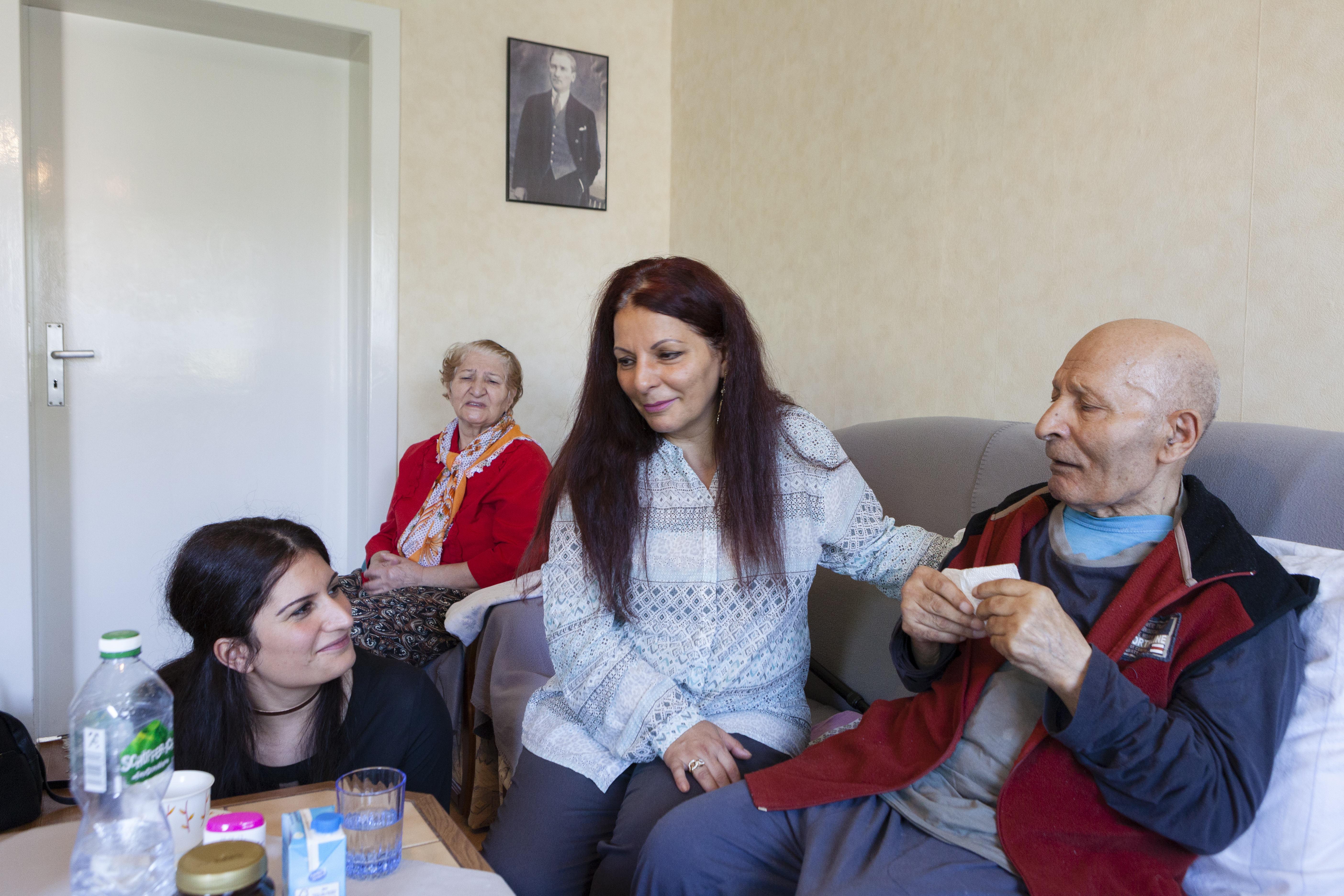 Fachtagung der Deutschen Alzheimer Gesellschaft: Mehr Information und Unterstützung für türkisch-sprachige Familien nötig